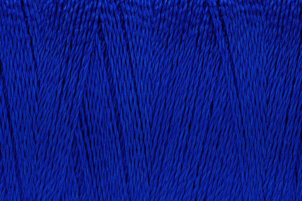 zu sehen ist blaues Garn